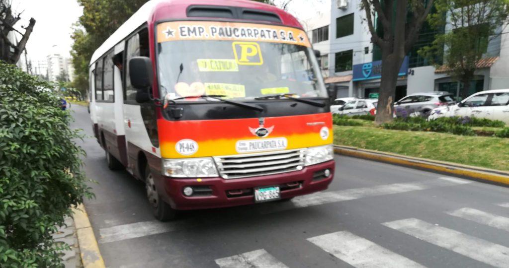 ペルー バス